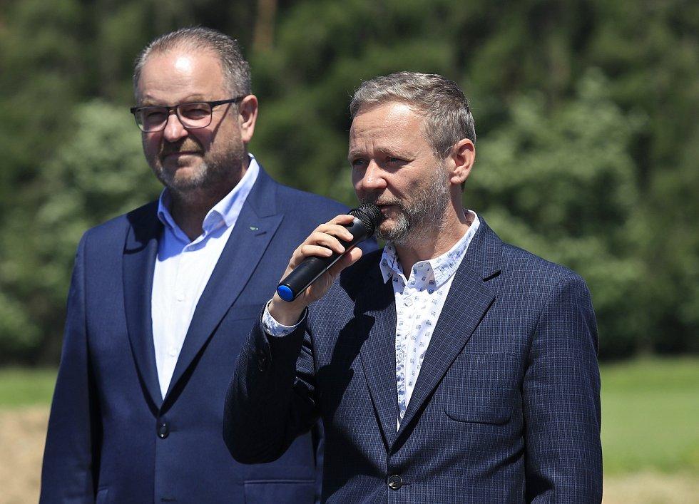 Radní Kraje Vysočina pro oblast majetku Karel Janoušek a hejtman Kraje Vysočina Vítězslav Schrek.