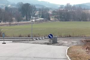 Od průmyslové zóny Lhotka na jihu Pelhřimova je už vidět Rynárec.