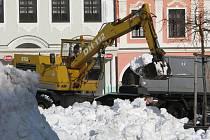 Jedním z míst, kde je hlada sněhu v Pelhřimově vítána, je samotné náměstí. Slouží pro radost