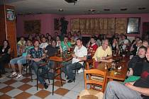 Fanoušci v pelhřimovském Sauna baru