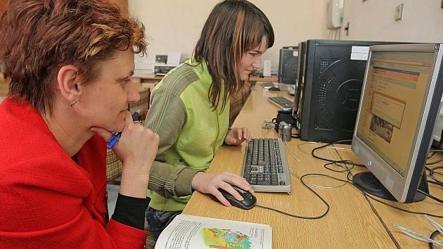 Opravné zkoušky se nekonají pouze na středních školách, nevyhnou se ani těm základním.  Ilustrační foto.