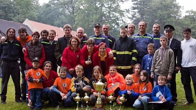 Dobrovolní hasiči ze Salačovy Lhoty si vedou víc než dobře. Jejich družstva se v poslední době dostala do čela a poháry za dosažené výkony rychle přibývají. Letos jich je už 12.