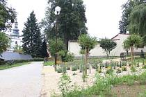 Vytvořením tohoto společenského centra v Pelhřimově by bylo možné projít z ulice až do Děkanské zahrady.