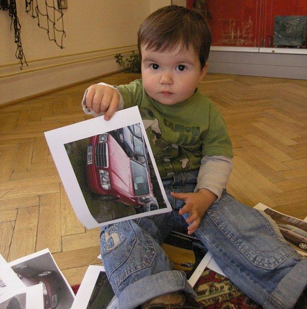 Je mu teprve 20 měsíců a 30 dní a už je rekordmanem, jehož jméno se objeví na stránkách příštího vydání České knihy rekordů! Malý Jakub Mulaj přicestoval se svými rodiči ve čtvrtek do Pelhřimova předvést své znalosti