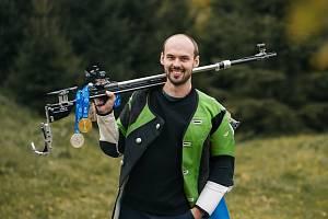 Jaké to je mít na krku medaile Petr Nymburský už zná. Na evropském šampionátu v Boloni vybojoval zlato mezi jednotlivci a stříbro v týmech.