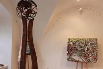Mám sen. To je název společné výstavy výtvarníka a kamenosochaře Jiřího Kubíka a grafika Libora Dedery, která je až do 29. května k vidění v Muzeu Vysočiny Pelhřimov.