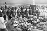 V roce 1946, konkrétně 19. května, byl za účasti patnácti tisíc občanů slavnostně položen základní kámen k Památníku slovanského bratrství v Mnichu. V čele ústřední delegace byl ministr národní obrany Ludvík Svoboda a sovětský velvyslanec Valerij Zorin.