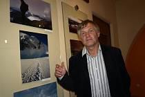 Jiří Kráčalík (na snímku) je zakladatelem Mezinárodního festivalu outdoorových filmů. V pelhřimovské Galerii M je v těchto dnech k vidění výstava jeho fotografií nazvaná Dotknout se hory.