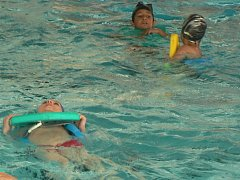 Plavky o Vánocích na Pelhřimovsku oblékly tisíce lidí. Bazén jednoduše lákal.
