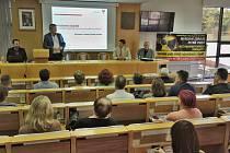 Veřejné jednání Společně proti úložišti radioaktivních odpadů v Pelhřimově.