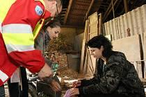 Práci skupin zdravotníků bedlivě sledovali profesionální záchranáři. Družstva byla podle slov odborníků šikovná.