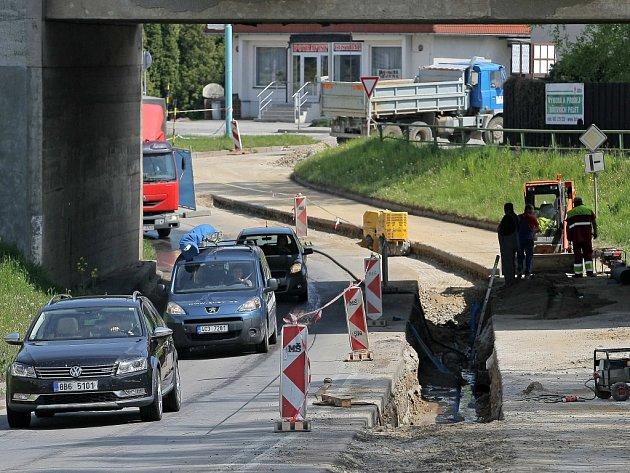 S kolonami musí v tyto dny počítat řidiči na průtahu Pelhřimovem ve směru Humpolec – Kamenice nad Lipou.