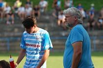 Fotbalisté Humpolce podle slov trenéra Lukáše Staňka (vpravo) ve Žďáře za přiměřenou hranicí tvrdosti nehráli.