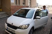 Sestry z pelhřimovské nemocnice dojíždějí za pacienty domů novým autem.