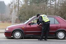 Aktuálně platná opatření, která se týkají volného pohybu osob mezi okresy, kontrolovali policisté také ve Vodné na Pelhřimovsku, kde jsou také hranice kraje.