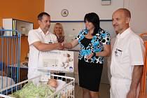 Dětské oddělení Nemocnice Pelhřimov je od úterka vybaveno osmi novými monitory dechu.