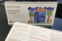 Kalendář na roky 2020-2021 obsahuje celkem 52 obrázků, které namalovaly děti ze základní školy V Dukovanech a Myslibořicích. Tematicky jsou zaměřeny na čtyři roční období.