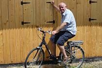 Po úrazu bylo elektrokolo jasnou volbou i pro Jindřicha Štěrbu z Pelhřimova (na snímku). Na kole jezdí nejen po Česku, ale vyráží i do zahraničí.
