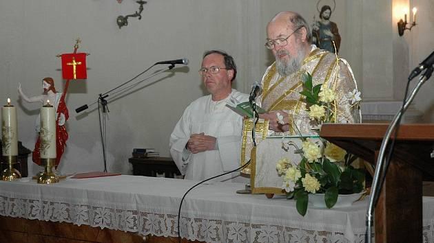 Žirovnice - Setkání esperantistů se uskutečnilo o tomto víkendu v Pastoračním středisku v Žirovnici. Setkání oživily také netradiční bohoslužby, které se konaly v tamním kostele svatého Filipa a Jakuba. Obě mše sloužil v esperantu Max Kašparů.
