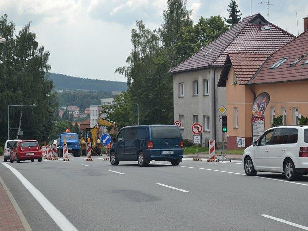 Ve středu začala platit částečná uzavírka v pelhřimovské Pražské ulici, a to kvůli opravě vodovodu a kanalizace.