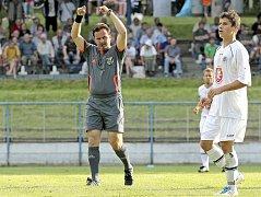 Rozhodčí Karel Pojezný při finále Perleťového poháru v Žirovnici.