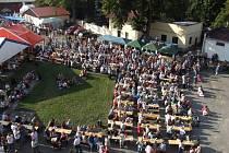 Pivovarnický dvůr pelhřimovského Poutníku nabízí dvakrát do roku pohostinost a zázemí pro takřka tisícovku návštěvníků. Na jaře je to Poutníkfest a v létě Den otevřených dveří.