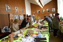 Návštěvníci humpoleckého kina si mohli v březnu prohlédnout výrobky nejen od tamních seniorů.
