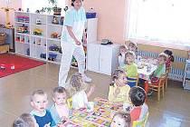 Především s těmi, které jsou mladší tří let a jejich maminky nutně potřebují jít do práce?   Řešením by mohly být dříve hojně využívané jesle. Těch je ale na celé Vysočině jako šafránu. V Jihlavě a v Chotěboři.