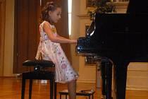 Maminka Dianky uznává, že její dcera na svůj věk zvládá zahrát poměrně těžké skladby.