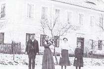 Zájezdní hostinec Chotýška u státní silnice v Chotýšanech, čp. 51, asi z r. 1920 (archiv M. Švarce)