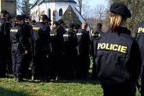 Zhruba před úterní desátou hodinou začala druhá etapa pátrání po zmizelé sedmasedmdesátileté ženě z Výskytné na Pelhřimovsku, do které bylo zapojeno na sto osob, složených z policistů, hasičů a místních obyvatel.