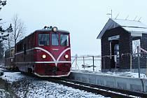 Čekat na příjezd vlaku v nové obrataňské zastávce budou moci cestující, až se oteplí.