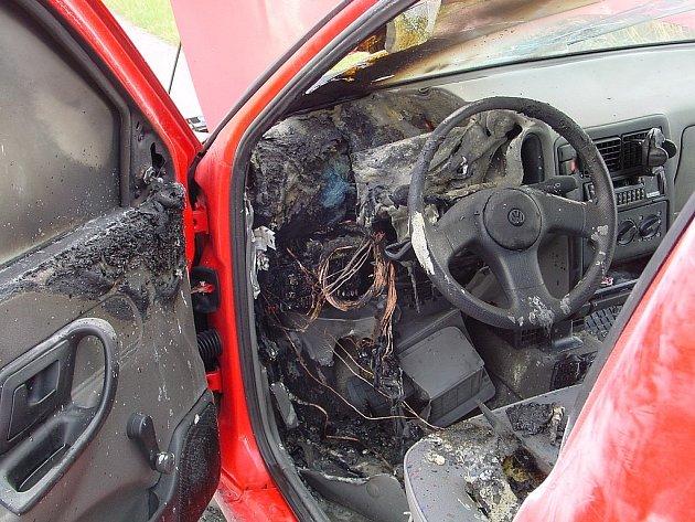 Požár osobního automobilu na 157,5 km dálnice D1 ve směru na Brno likvidovali hasiči v pondělí před čtrnáctou hodinou.