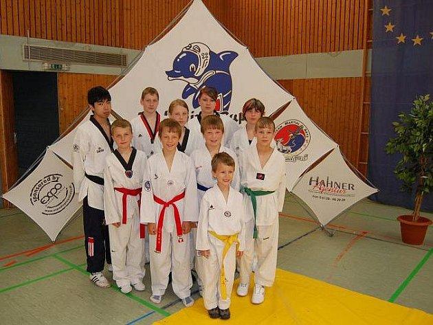 Tým deseti bojovníků klubu Taekwondo Lacek vybojoval v německém Idsteinu na International Dolphin Cupu 7 zlatých a 3 bronzové medaile.