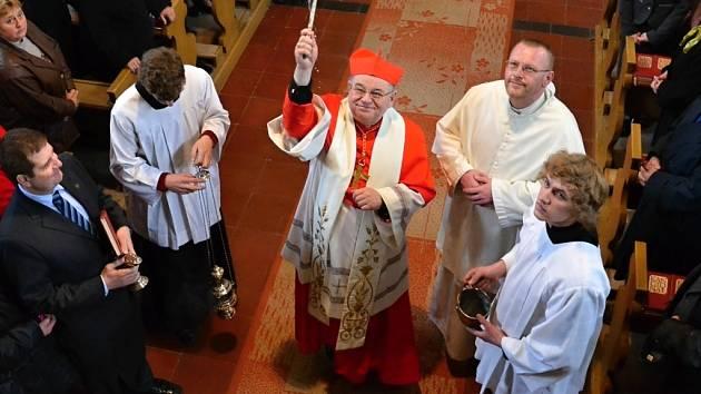 Ježovským varhanům požehnal kardinál Duka.