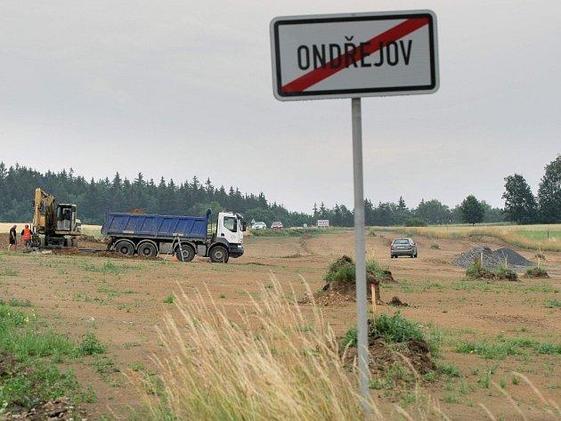 Práce na obchvatu Ústrašína a Ondřejova nabírají na tempu.