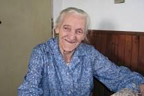 Josefa Kačenová ze Salačovy Lhoty má recept na dlouhověkost. Pohyb a stále dobrou náladu.
