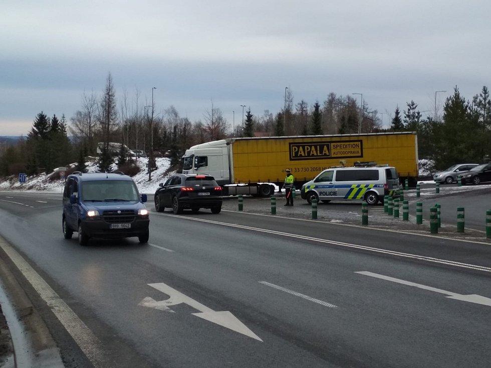 Dálnice D1 je po noční uzavírce znovu průjezdná v obou směrech. Noční odklon dopravy na objízdné trasy se obešel bez nehod a mimořádných událostí.