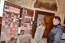 Dva panely výstavy jsou věnovány židovské rodině Pachnerově z Havlíčkova Brodu. Jejich osud zmapovala devítičlenná skupina žákyň ze Základní školy Štoky. O pátrání vznikla i publikace, kde jsou informace jak o badatelském postupu žákyň, tak i o samotné ro