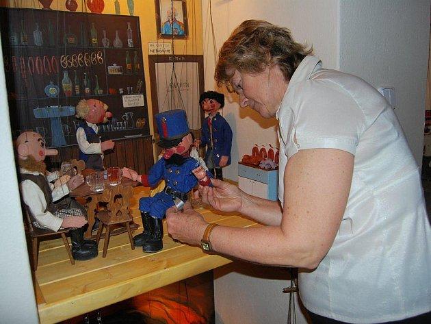 Příprava právě dnes zpřístupněné stálé expozice zabrala pracovnicím Hrdličkova muzea čtvrt roku.