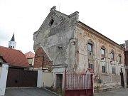 Synagoga v Pacově čeká na záchranu.