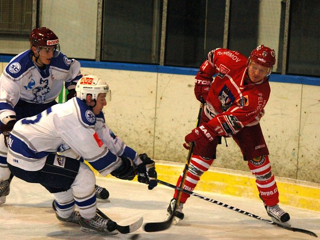 O nasazení pro play off momentálně bojují hokejisté Spartaku (na snímku vpravo je Jíří Kubát). Stále ještě mají možnost ukořistit atraktivní čtvrtou příčku.
