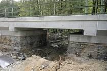 U Dobré Vody zkusili nové uložení mostu.
