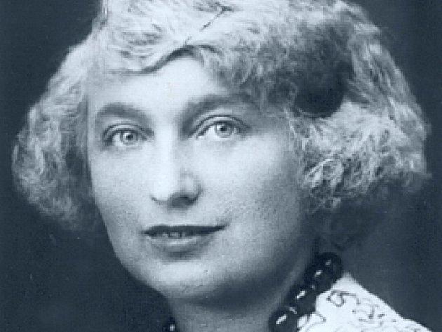 Rodačka z Pelhřimova Ludmila Šebestová, v literatuře známá pod pseudonymem Simonetta Buonaccini.