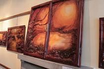 Výstava Kožené svítání Blanky Mudrové v pelhřimovské Galerii M.
