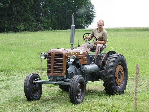 Burácení traktorů se rozléhalo celým Myslotínem. Hrstka tamních nadšenců se totiž rozhodla pojmout tradiční pouť po svém a místo zábavy uspořádala první ročník TraktorMáňa Festu.