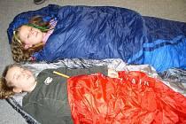 Ke spánku se děti dostaly krátce po půlnoci. Předtím navštívily muzeum strašidel