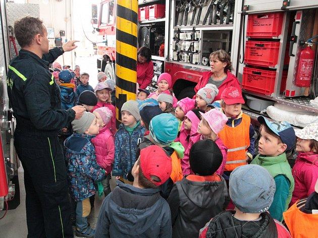 V Pelhřimově přišly ve čtvrtek dopoledne mezi hasiče děti z mateřských škol.