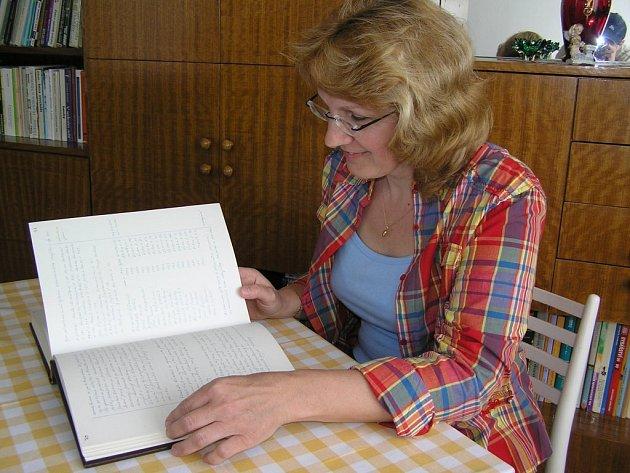 Ludmila Janálová stráví nad kronikou spoustu času. Nejvíce úsilí podle ní vyžaduje shánění informací.