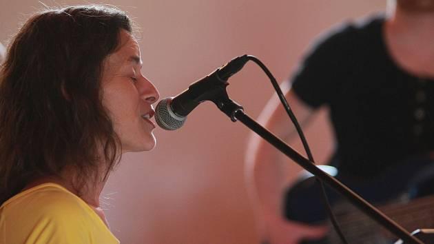 Nedělní festival završil koncert skupiny Deše, která zhudebňuje žalmy.